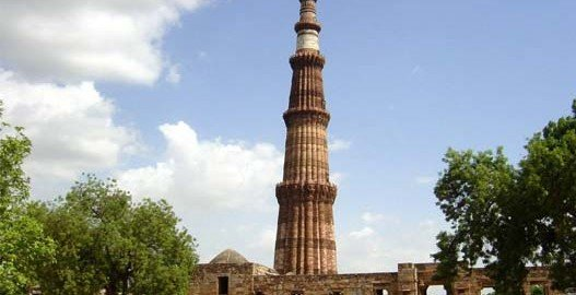 qutub minar and its monuments, qutub minar in delhi, Tourist destinations in india, Famous tourist places in india